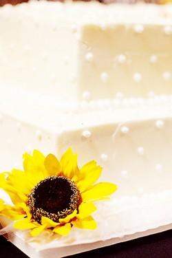 White-Wedding-Cake-with-Sunflowers