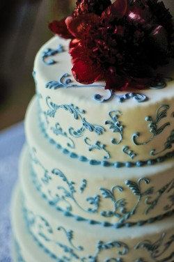 White-and-Blue-Floral-Wedding-Cake