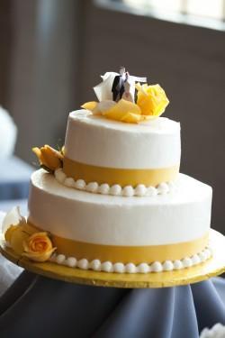 Yellow-and-White-Wedding-Cake