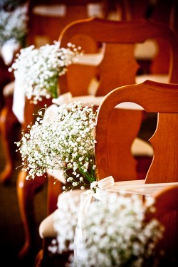 Babys-Breath-Chair-Bouquet