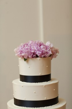 Navy-Blue-and-Pink-Wedding-Cake