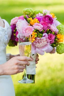 Pink-Bouquet-and-Champagne