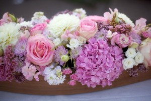 Purple-Hydrangea-and-Pink-Rose-Centerpiece
