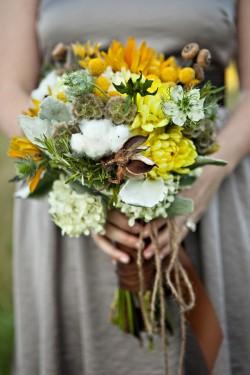 Rustic-Yarn-Tied-Bouquet