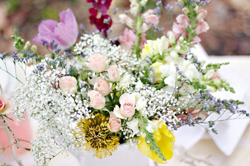 Pink-and-White-Garden-Wedding-Flowers