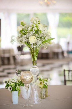 Rose-and-Babys-Breath-Centerpiece