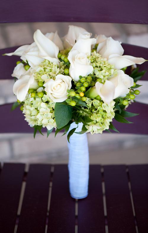 Simple-White-Bouquet