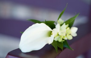 Simple-White-Boutonniere