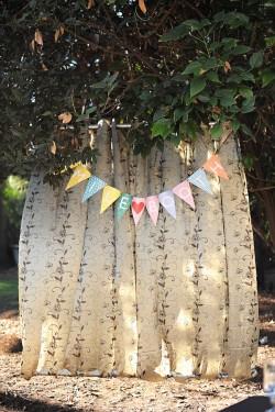 Fabric-DIY-Wedding-Photo-Booth