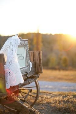 Farm-Wedding-Ideas-Gift-Wagon
