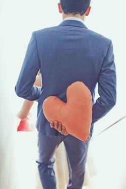 Groom-holding-Heart