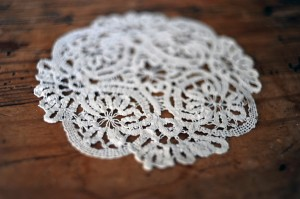 DIY-Doily-Necklace-Tutorial-02