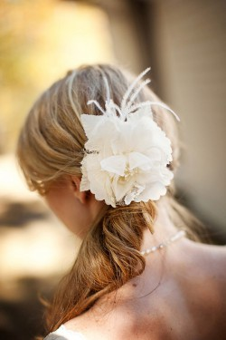 Feather-and-Rose-Hair-Fascinator