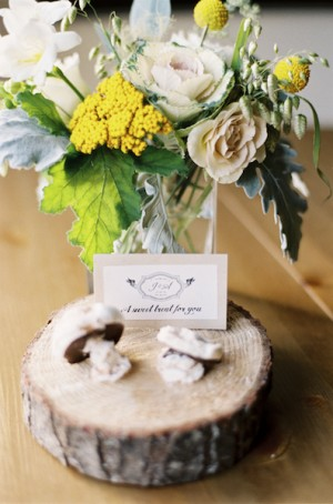 Green-Yellow-Tree-Stump-Centerpiece