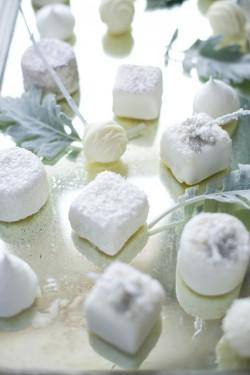 Marshmellow-Wedding-Dessert-Table