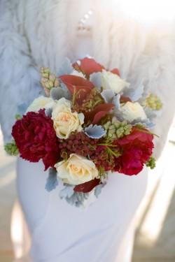 Red-Berry-Bouquet-Winter-Wedding