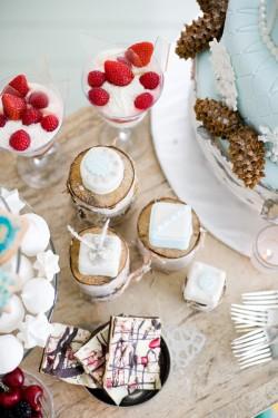 Winter-Wedding-Dessert-Table-Ideas-1