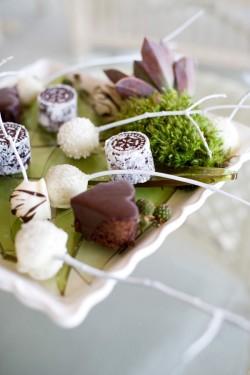 Winter-Wedding-Dessert-Table-Ideas-6
