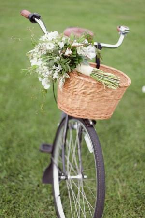 bouquet-on-vintage-bike-basket