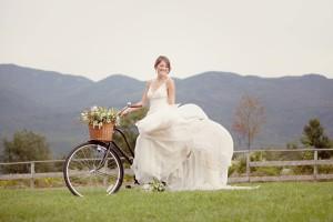 bride-on-bicycle
