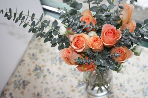 eucalyptus-rose-centerpiece