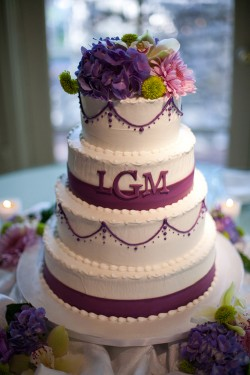 purple-accent-wedding-cake