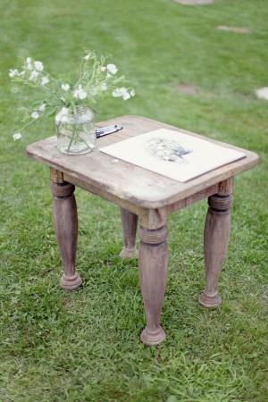 vintage-table-guest-book-display