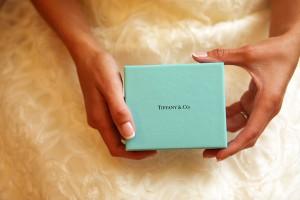 Bride-holding-Tiffany-box