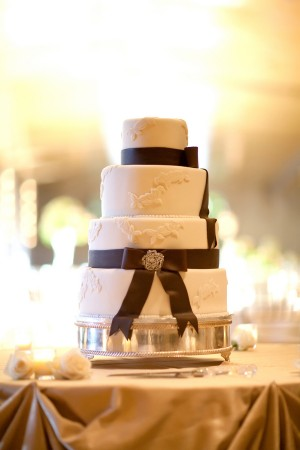 Brown-and-White-Wedding-Cake