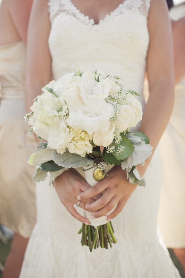 Ivory-Rose-and-Dusty-Miller-Bouquet