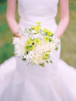 Mums-Hydrangeas-Sweet-Pea-Bouquet