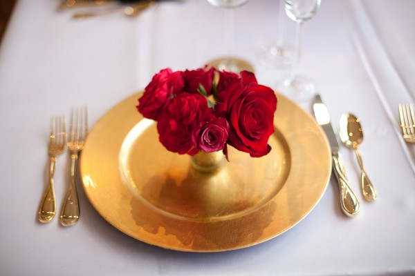 Red And Gold Wedding Table Decorations from www.elizabethannedesigns.com