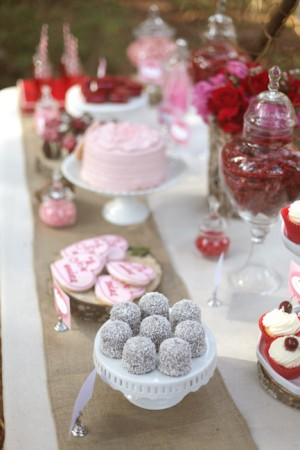 Valentines-Day-Dessert-Table-13