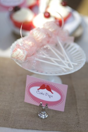 Valentines-Day-Dessert-Table-2