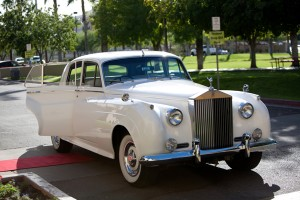 Vintage-Rolls-Royce-Wedding-Getaway-Car