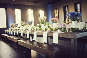 Farmhouse-Wood-Wedding-Reception-Table