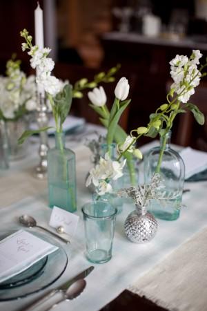 antique-blue-vase-centerpieces