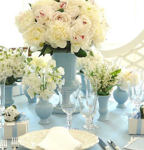 blue-white-peonies-centerpieces-table-settings