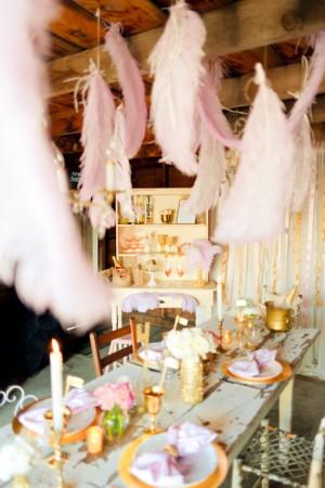 Champagne-Feather-Wedding-Decor