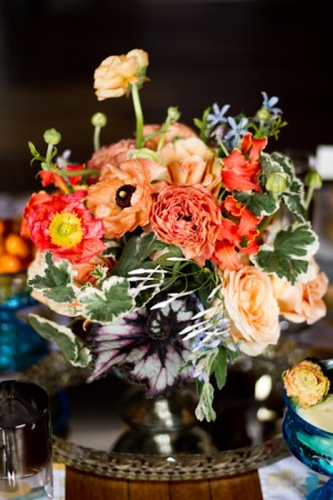 Coral-Poppy-and-Ranunculus-Centerpiece