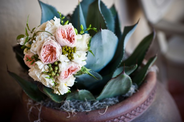 Peony-Rose-and-Berry-Bouquet