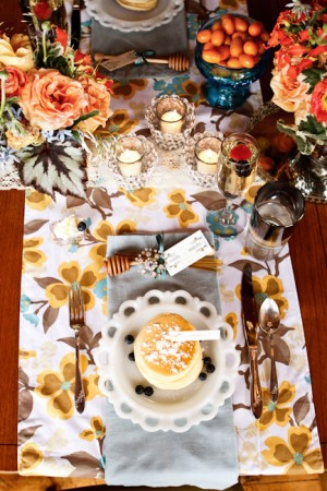 Retro-Yellow-Blue-Wedding-Table