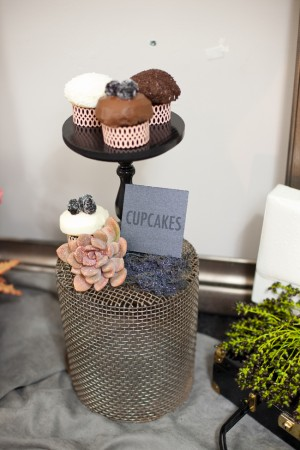 Wire-Basket-Cupcake-Stand