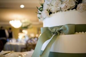 green-grosgrain-ribbon-cake