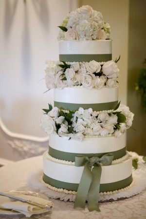 ribbon-decorated-wedding-cake