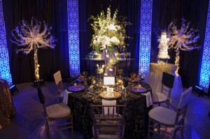 Dramatic-White-Centerpiece
