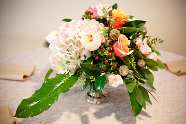 Rose-Hydrangea-Berry-Centerpiece