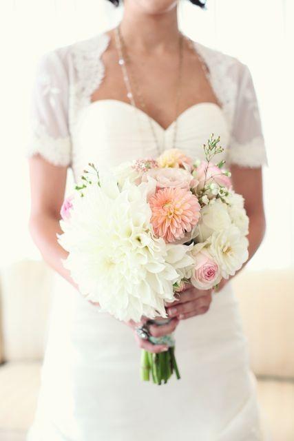 light-pink-white-bouquet