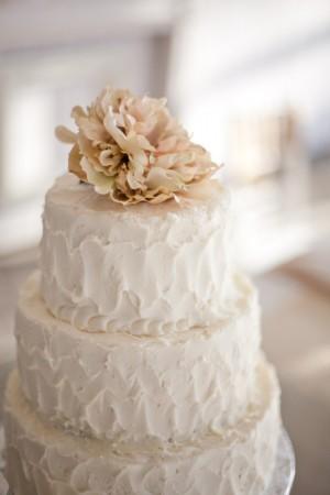 white-and-pink-wedding-cake
