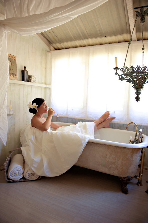 Bride-Bath-Tub-Champagne